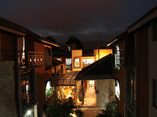 Axkan Arte Hotel: Vista nocturna desde el hotel