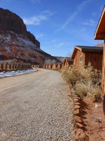 Red Cliffs Lodge: View from the cabins