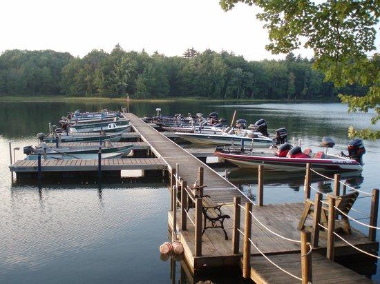 Whisperwood Lodge and Cottages: Boat Docks
