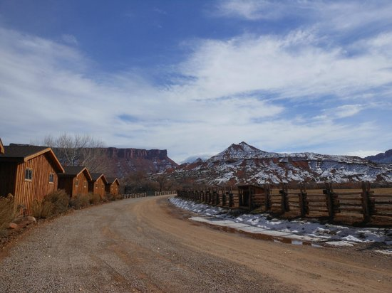 Red Cliffs Lodge: View from the driveway1