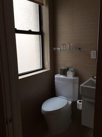 The MAve Hotel: cute lil bathroom