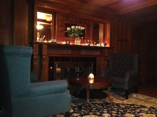 Safford Mills Inn and Cafe: The Parlor