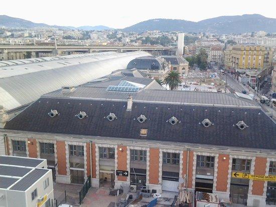 Ibis Nice Centre Gare: Vista do quarto para a Estação de Nice