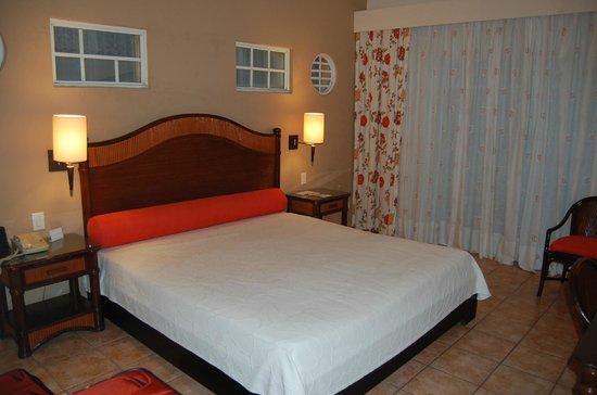 VH Gran Ventana Beach Resort: King Bed - Room 1301 (Saona Bldg - 3rd Floor)