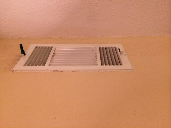 Country Inn & Suites By Carlson: Another shot of the vent.