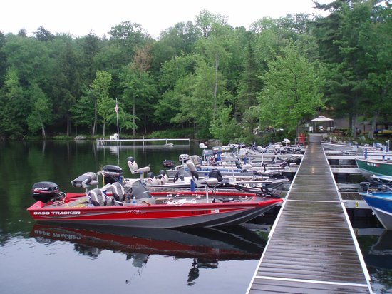 Whisperwood Lodge and Cottages : Docking for your Boat