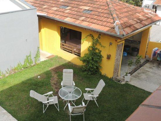 Motter Home Curitiba Hostel: Café nos jardins Motter