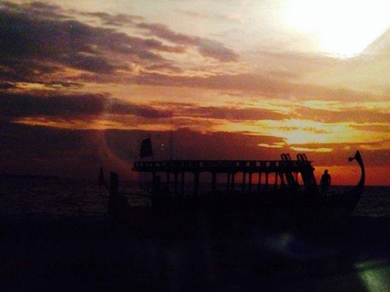 Velidhu Island Resort: Sunset from Velidhu