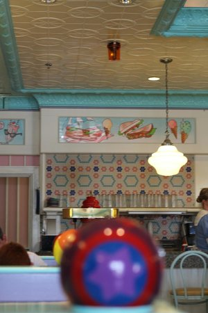 Disney's Yacht Club Resort : Beaches and Cream Restaurant