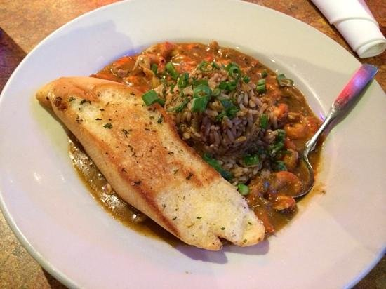 Razzoo's Cajun Cafe: spicy crawfish etoufee
