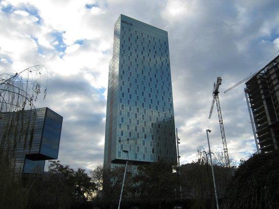 Melia Barcelona Sky : fachada principal del hotel
