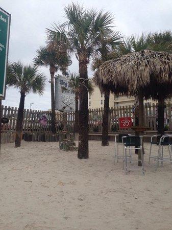 Peg Leg Pete's: Beach area