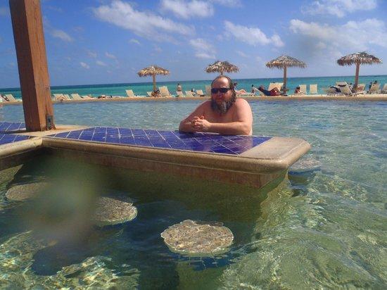 Grand Lucayan, Bahamas: My husband at swim up bar