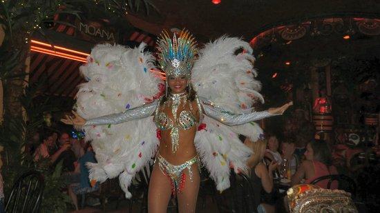 Juan les pins pam pam : Danseuse brésilienne