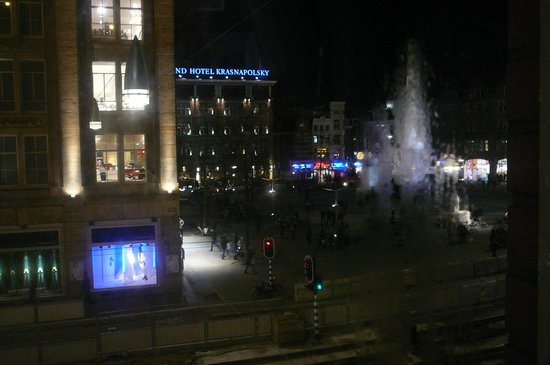 Swissotel Amsterdam: Dam Square at night