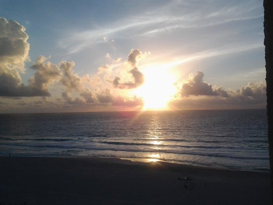 Sunset Royal Beach Resort : wake up to this view and the sound of the surf!!
