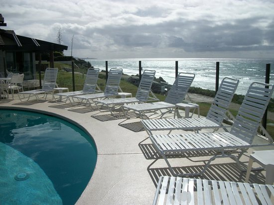 Wave Crest Resort: Unobstructed panoramic ocean view from pool