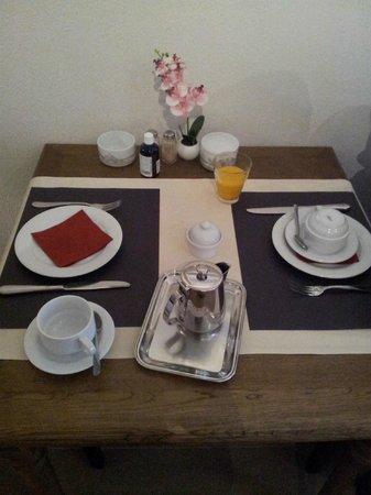 Hotel De Pauw: Mesa desayuno