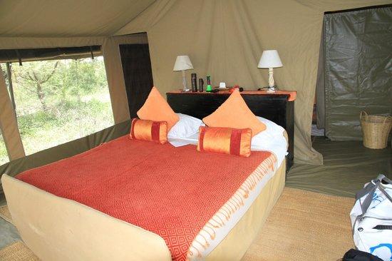 Ubuntu Camp, Asilia Africa: Doppelbett im Zelt