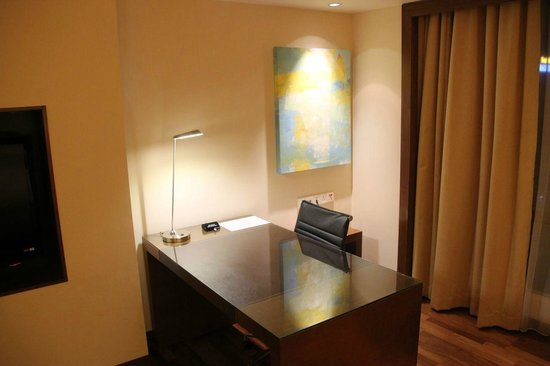 Hyatt Regency Kinabalu: Desk area club room