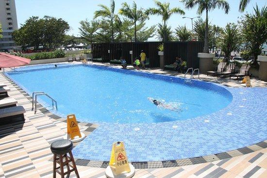 Hyatt Regency Kinabalu: The pool - it was nice!