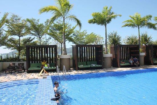 Hyatt Regency Kinabalu: The poolside