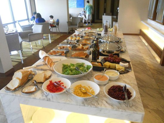 Hyatt Regency Kinabalu: Club buffet