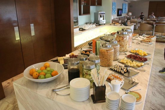 Hyatt Regency Kinabalu: Breakfast buffet in club lounge