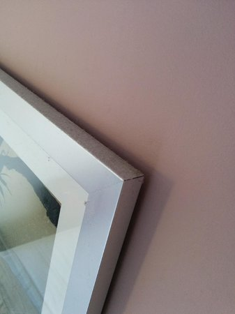 First Sun Holiday Park : Filthy painting frame