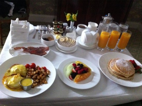 The Ritz-Carlton, New Orleans: Breakfast room service beyond met our expectations.