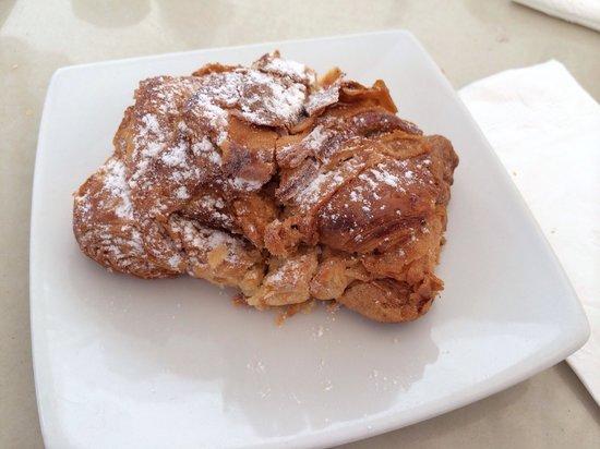 Chez Celine: Croissant with almonds