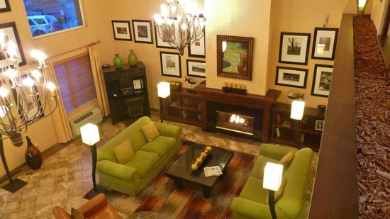 DoubleTree by Hilton Bend: Hotel Lobby