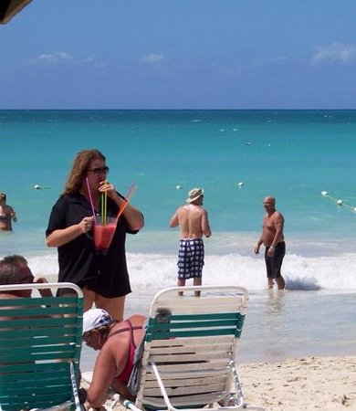 White Sands Negril: Now THAT'S The drink special of the day!
