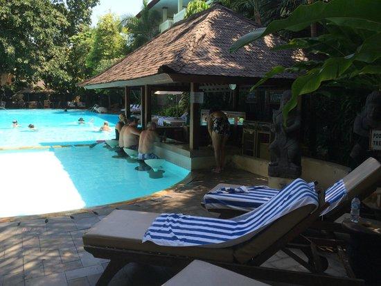 Hotel Kumala Pantai : Pool outside B Block