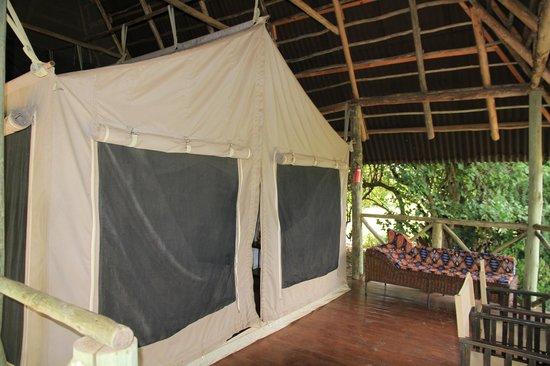 Tarangire River Camp : Zelt mit stabiler Überdachung