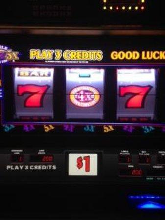 Harrah's Cherokee Casino Resort: dollar slots near Essence, hit for $200 on min. bet