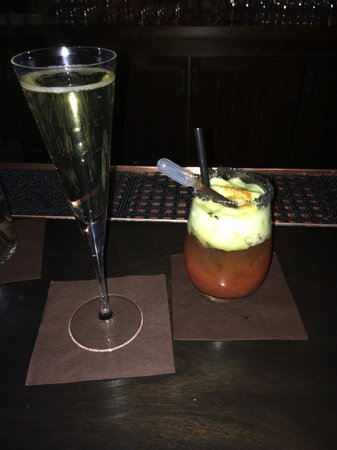 St. Regis Bar at Deer Valley: Famous Bloody with Prosecco