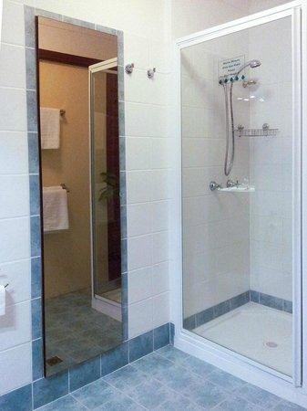 Bathurst Heights B&B: Ensuite shower