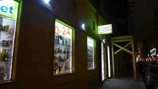 InterContinental Budapest : 近くのコンビニ