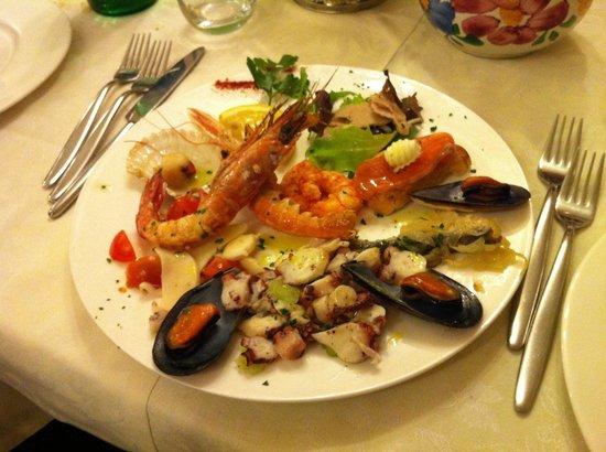 Trattoria da Jolanda: Antipasto misto di pesce, fresco e buono...