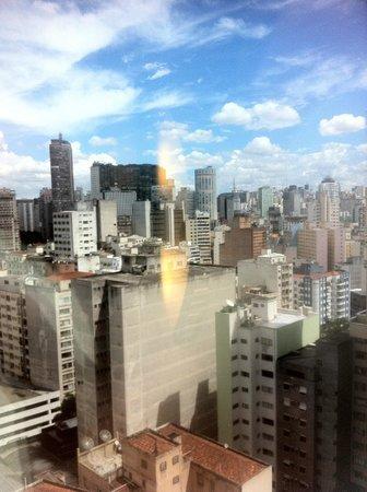 Ibis Budget Sao Paulo Sao Joao: Vista do 20º andar. Edifício Copan e Itália ao fundo.