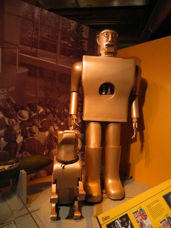 Senator John Heinz History Center: Robot and Dog