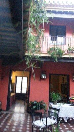 La Casona de Calderon: Patio del hotel