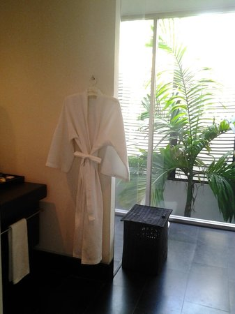 "Twinpalms Phuket : baño ""transparente"""