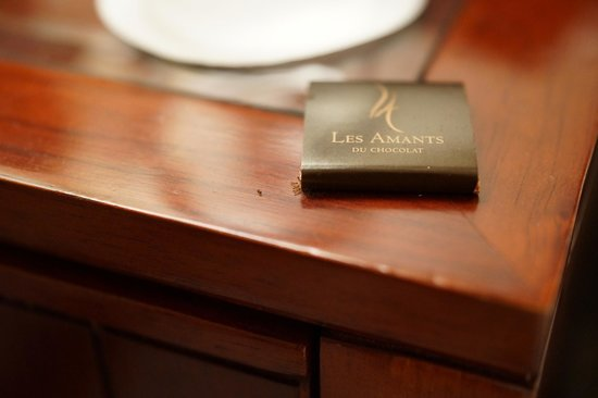 Belmond Copacabana Palace: Ants eating the bedside chocolate!!!