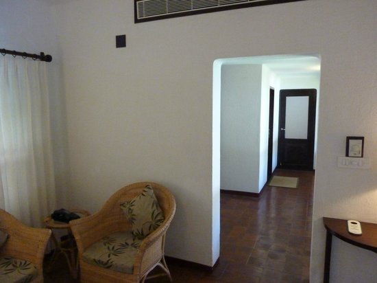 Marari Beach Resort: deluxe pool villa hallway