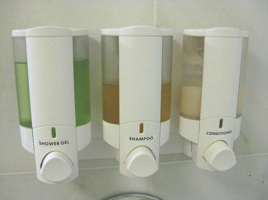 Drury Inn & Suites Valdosta: Shower dispensers