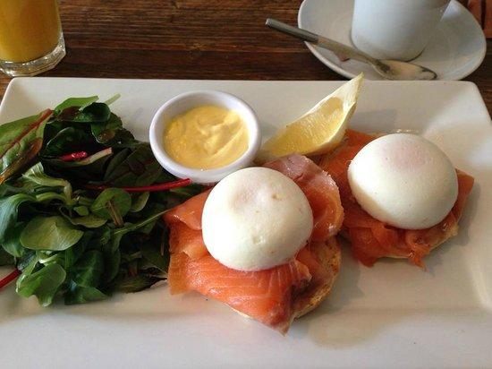 No.33 Cafe Bar: incredible salmon benedict!
