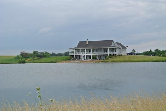 Serenity Valley Winery : the owners' house on winery grounds