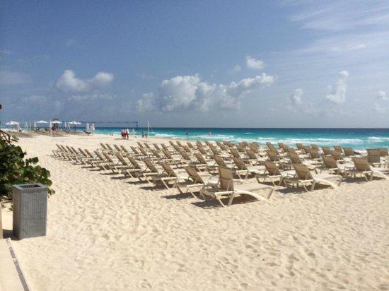 Secrets The Vine Cancun: Beach view